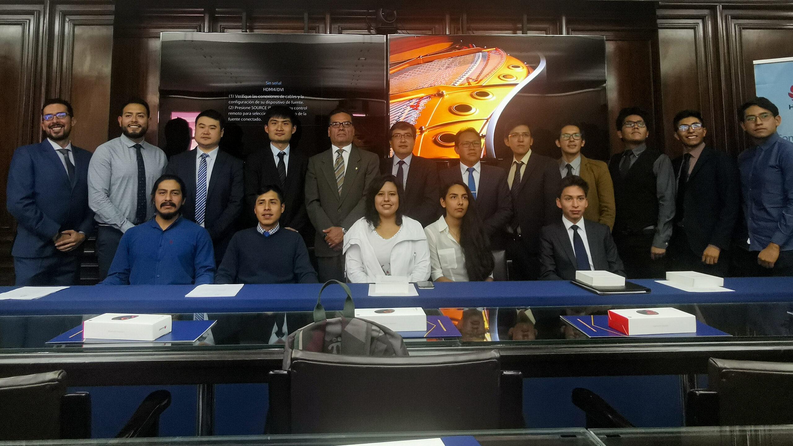 Estudiantes Huawei UCB ICT